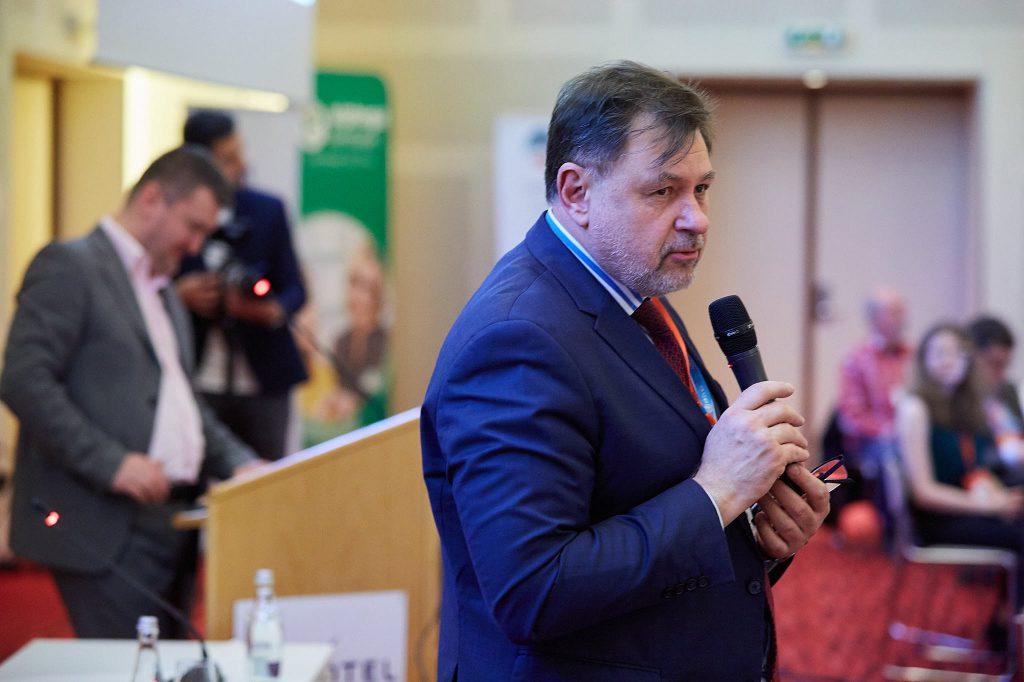 Dr. Alexandru Rafila: Lipsa de informare la zi şi presiunea pacienţilor, printre motivele prescrierii în exces a antibioticelor